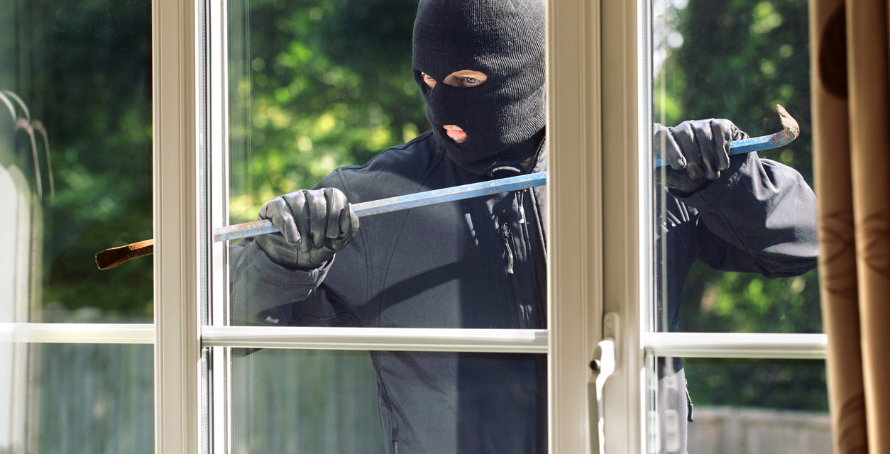 5 Things That Make Your Home an Easy Target for Burglars