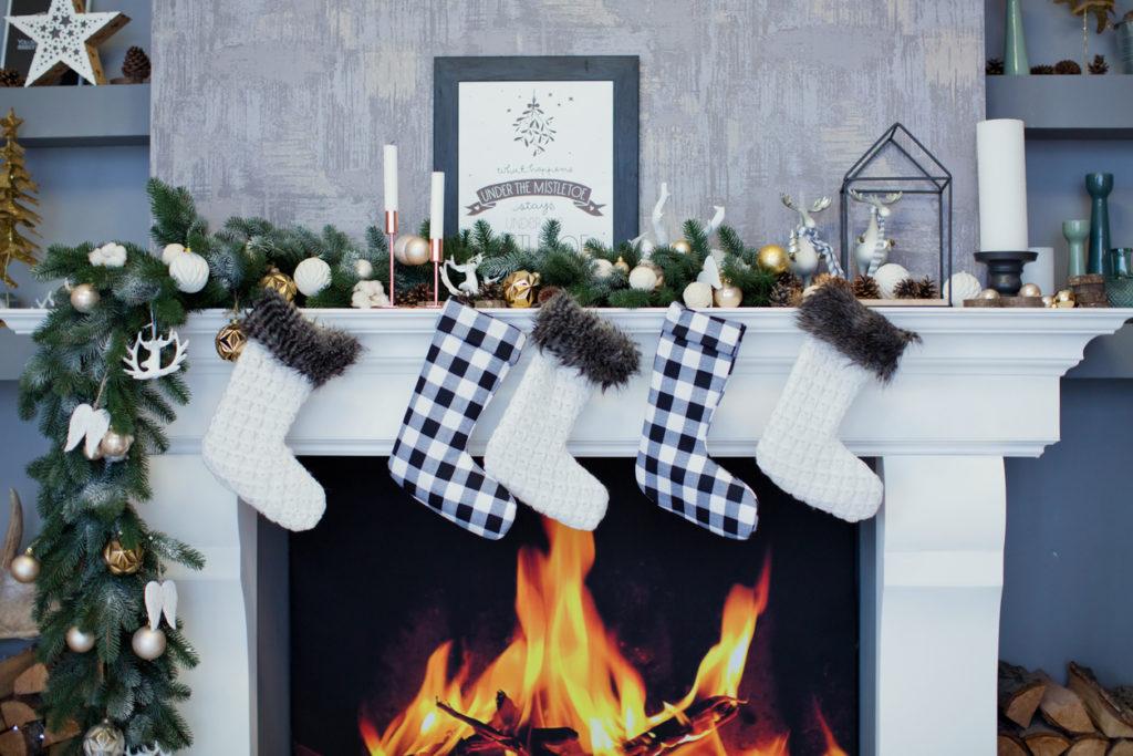 Christmas Decorating, Photo Credit: oksana_nazarchuk (iStock).